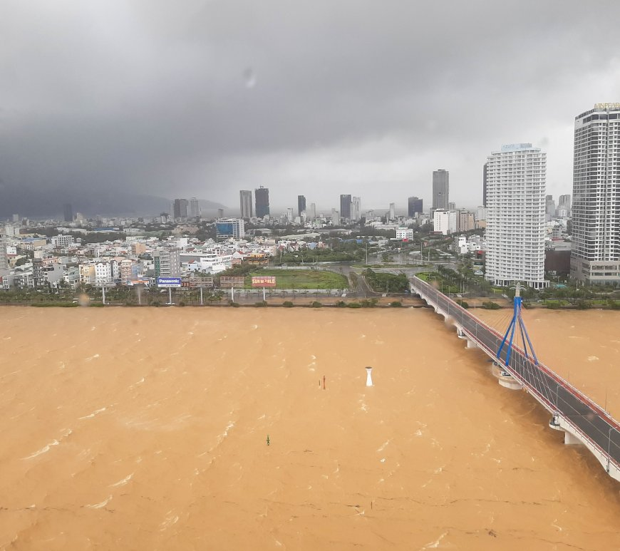 Waves and ripples in the Han River as Typhoon Molave looms over Danang City